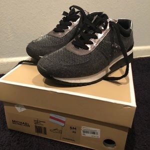Michael Kors/ ALLIE TRAINED (great) size 5